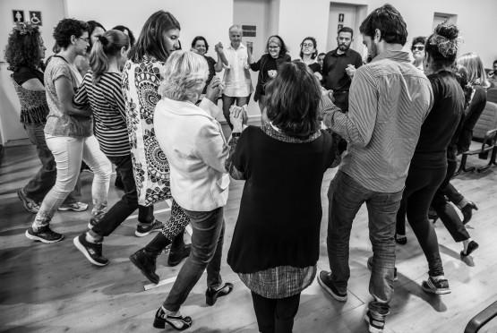 Participantes da palestra sobre dança circular
